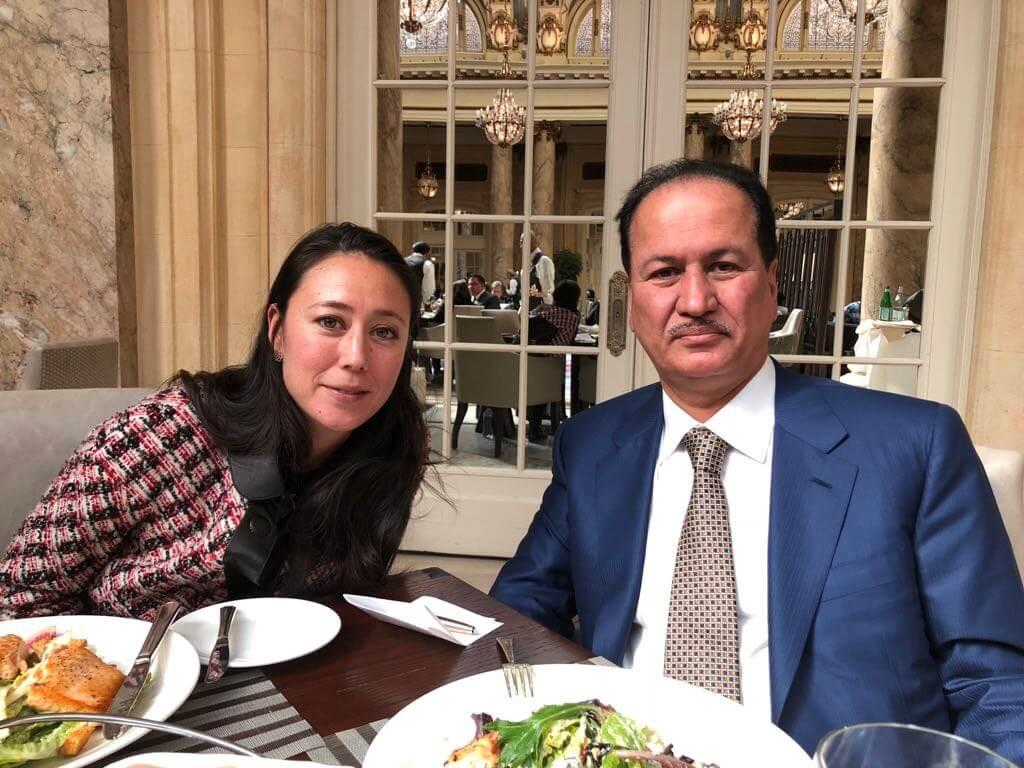 حسين سجواني - مع السيدة ميوكي ماتسموتو، المدير التنفيذي لشركة