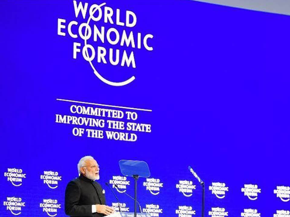 حسين سجواني - رئيس وزراء الهند السيد نارندرا مودي خلال الجلسة العامة للمنتدى الاقتصادي العالمي الثامن عشر